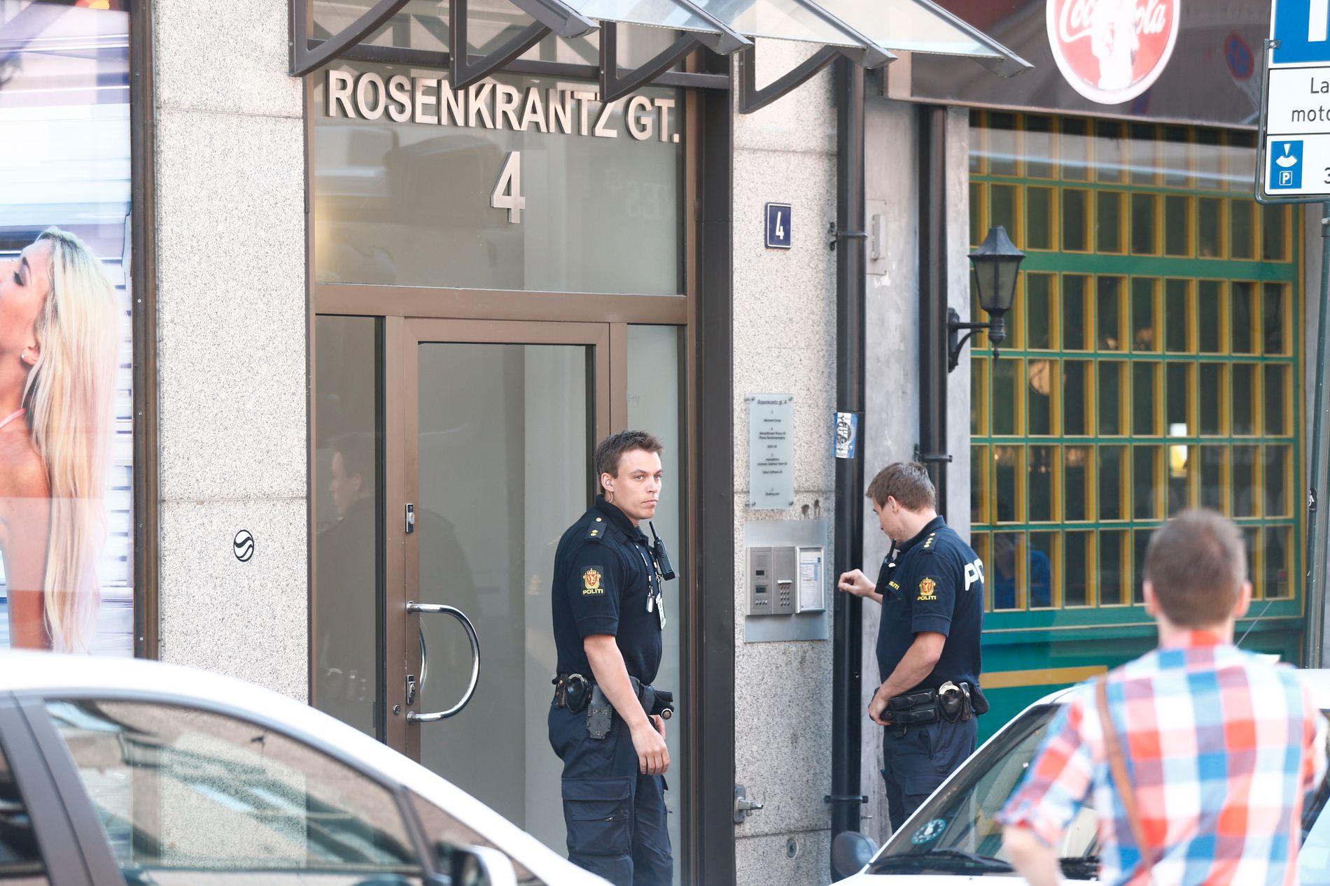 RAZZIA: 16. juni slo politiet til mot advokatkontoret til Amir Mirmotahari i Rosenkrantz' gate i Oslo. FOTO: FRODE HANSEN, VG