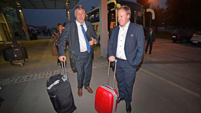 VIL IKKE GI INNSYN: NFF har avslått VGs spørsmål om innsyn i reiseregninger. Her er generalsekretær Kjetil Siem (til venstre) og president Yngve Hallén på tur med landslaget i Slovenia.