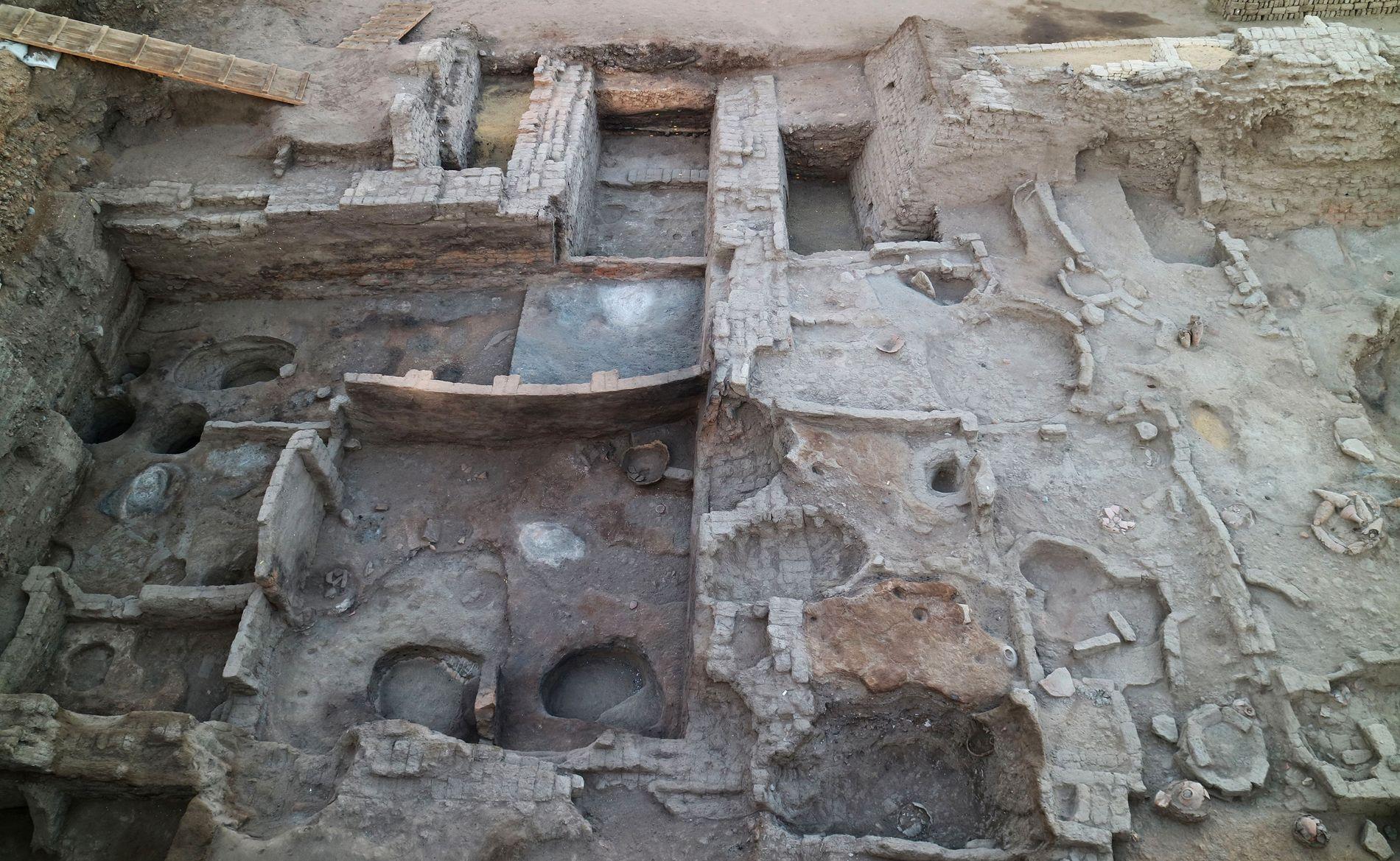 Egyptiske myndigheter delte i dag bilder av funnet som ble gjort før jul, ruinene av to bygninger som ble brukt til å administrerer gruvedrift i det gamle Egypt.
