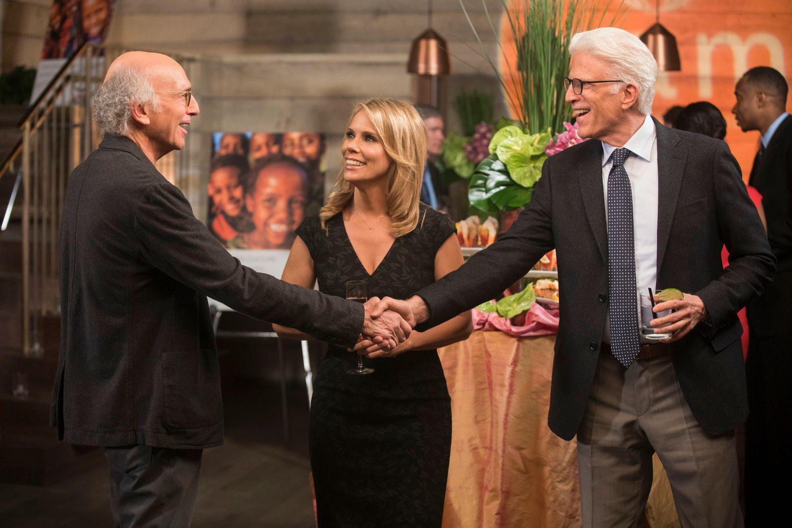 COMEBACK: Larry David, Sheryl Hines og Ted Danson blir å se i sesong 9 av «Curb Your Enthusiasm». FOTO: HBO