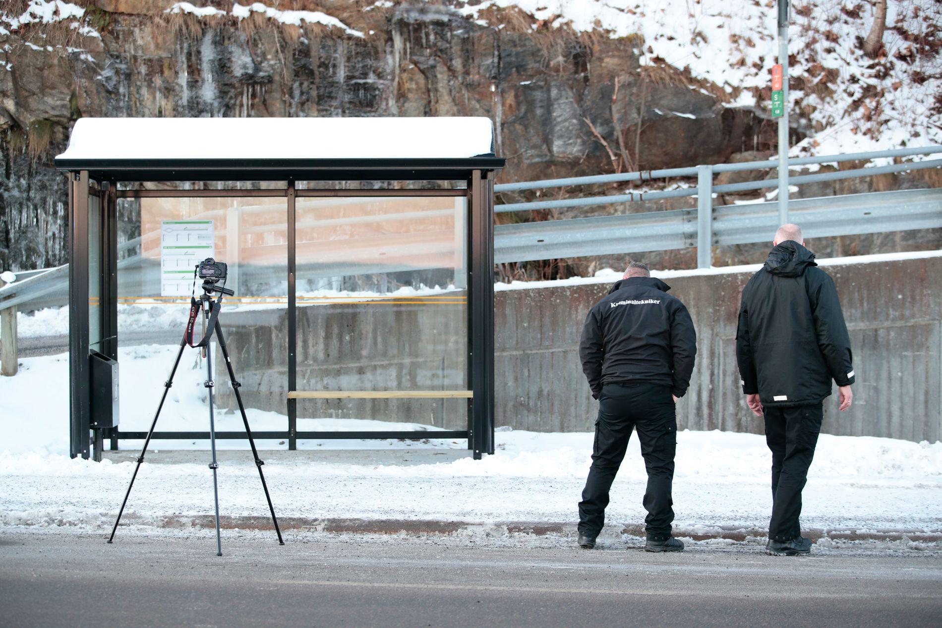 ÅSTEDET: Politiet har sperret av området der en kvinne ble knivstukket i Rælingen i Akershus mandag morgen.