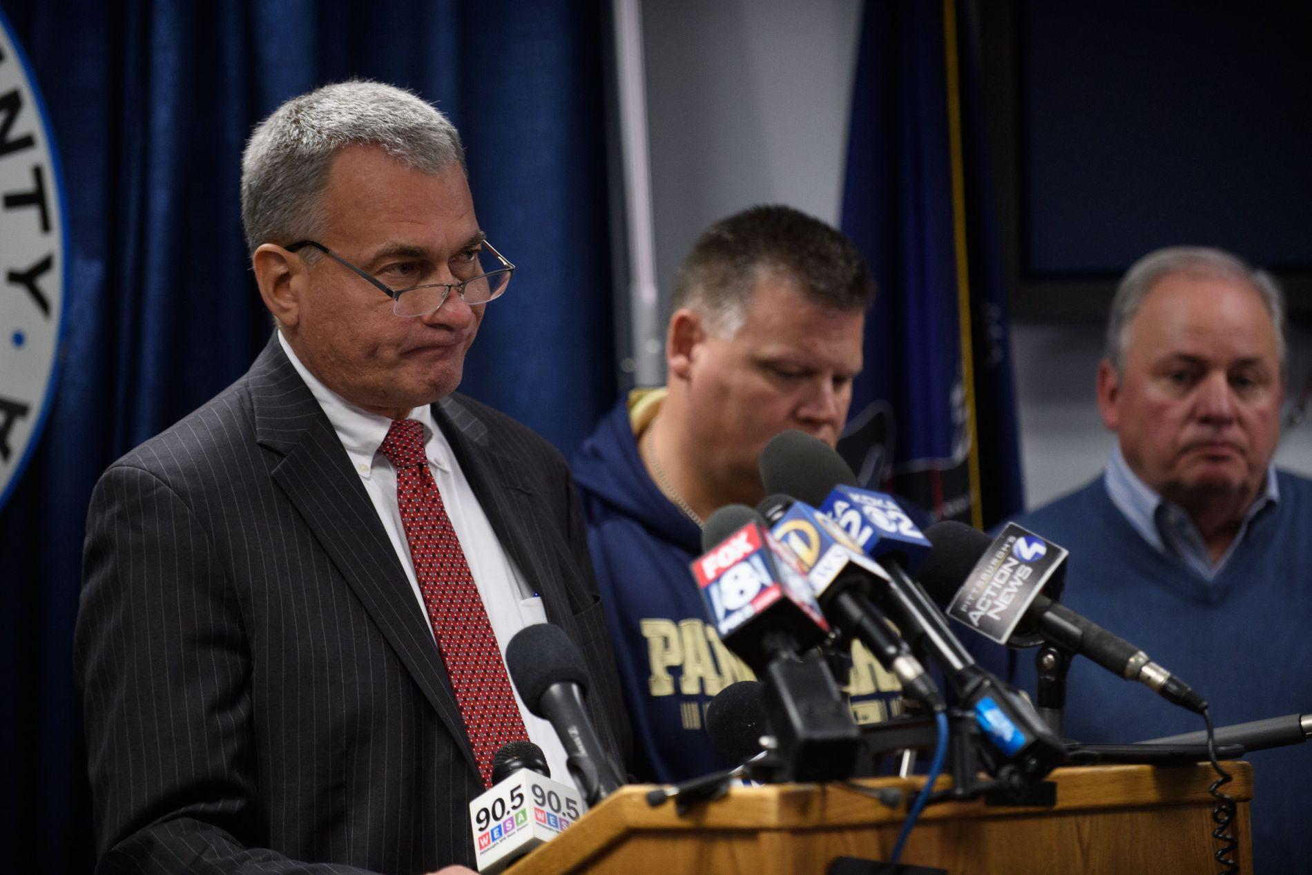 FORFERDELIG: Under pressekonferansen beskrev politisjefen i byen åstedet som «forferdelig».
