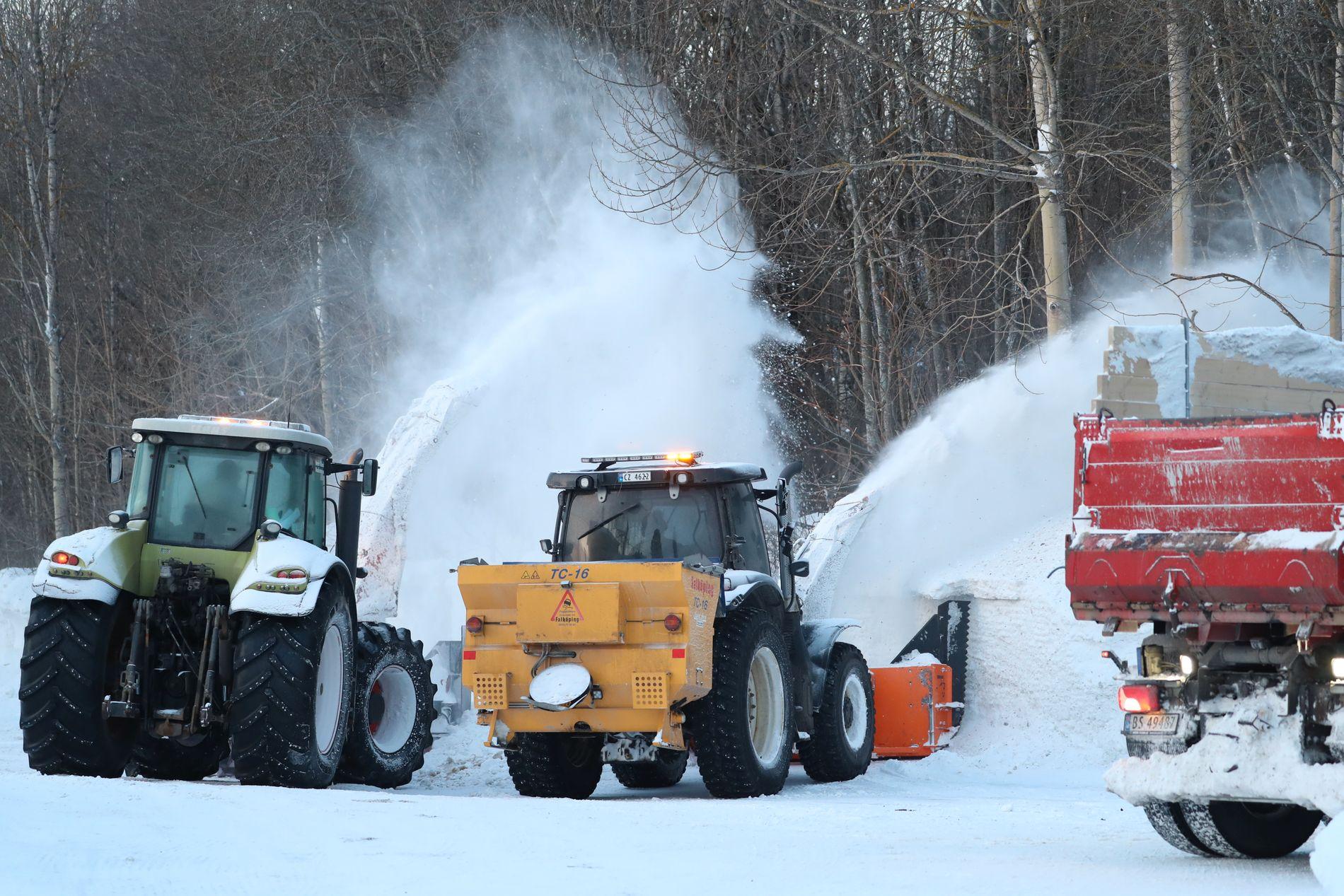 Kostnadene for brøyting og snøfjerning i Oslo kommer på godt over en million kroner dagen denne vinteren. Fortsatt er det så store snømengder at den må mellomlagres før kommunen har smeltekapasitet.