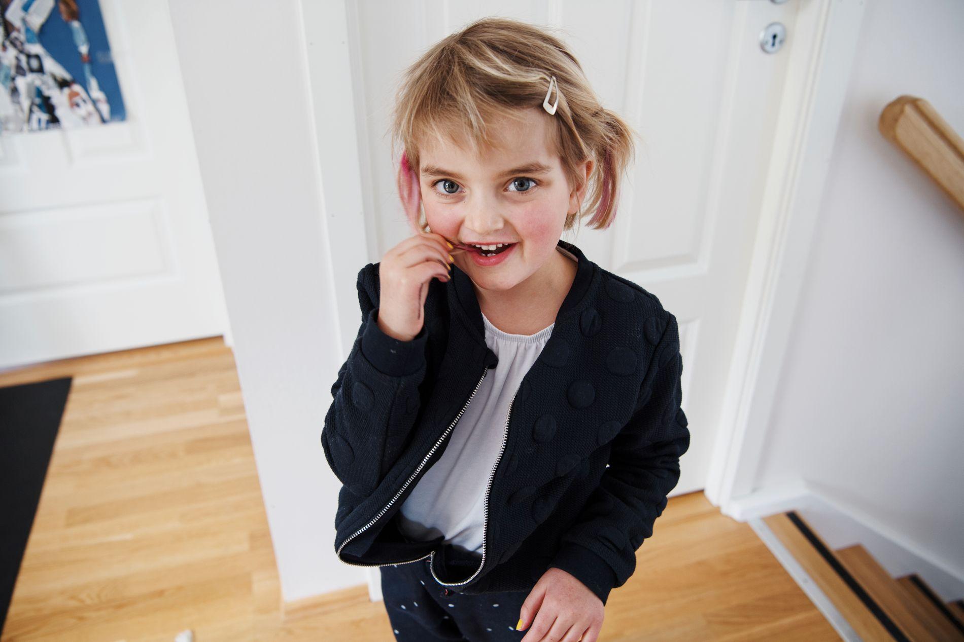 SOM ALLE ANDRE:  Martine gleder seg til å begynne på skolen. Hun vet ikke hvor syk hun er.