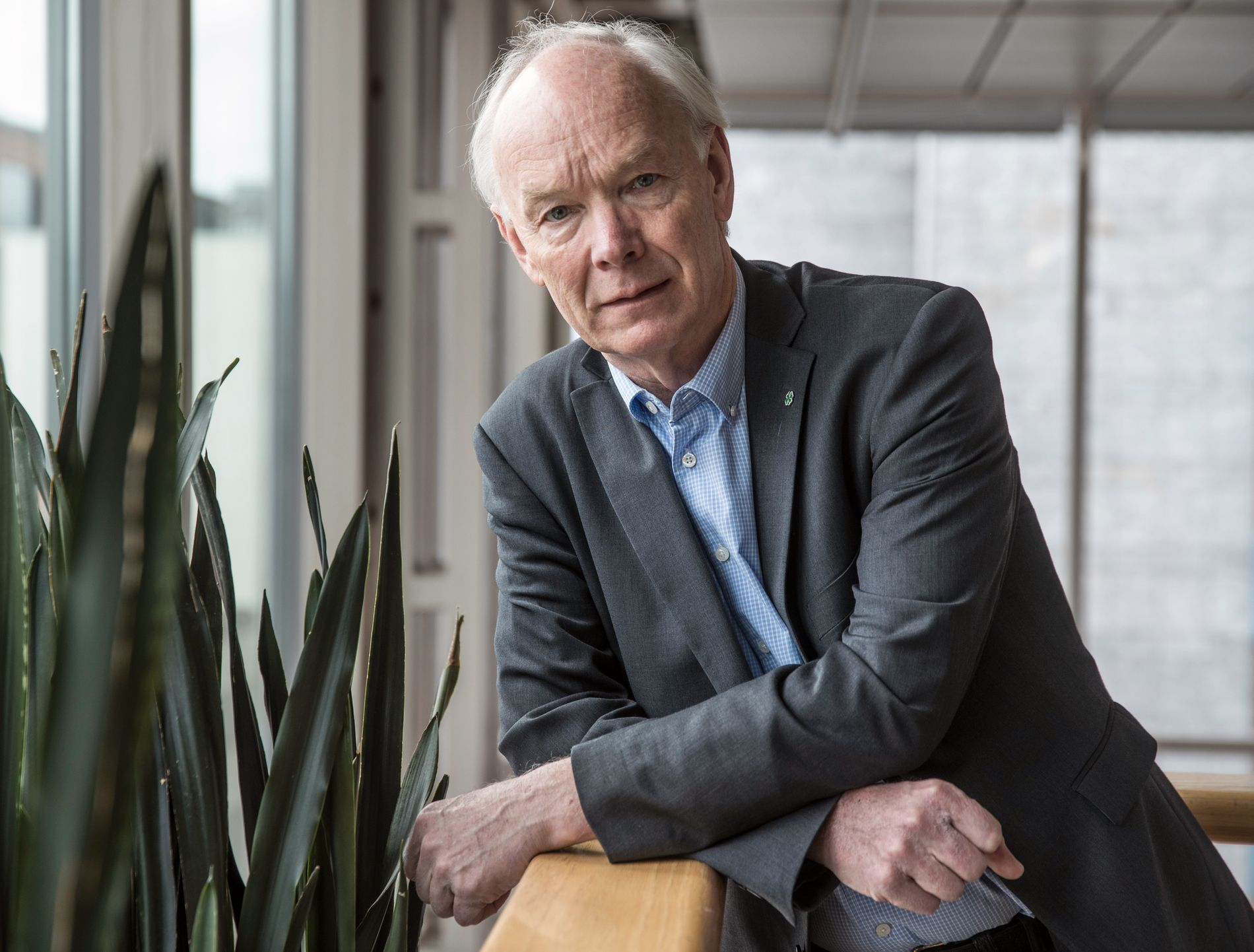 REAGERER: Stortingsrepresentant Per Olaf Lundteigen (Sp), her avbildet under et intervju med VG i fjor.