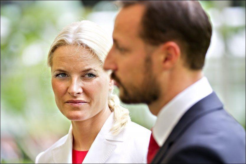 FÅR KRITIKK: Statsviter Carl-Erik Grimstad mener kronprinsesse Mette-Marit ødelegger for kronprins Haakon med sin omstride surrogati-tur til India. FOTO: GISLE ODDSTAD