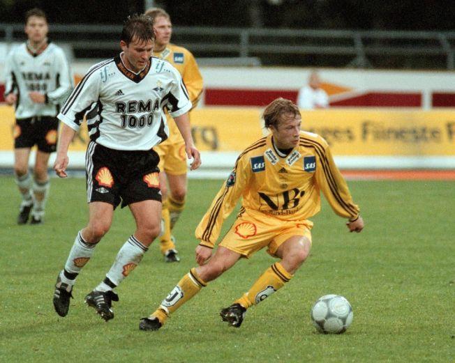 ØVERSTE NIVÅ: Arild Berg i kamp mot Rosenborgs Roar Strand i 2000. RBK vant kampen 2-1.
