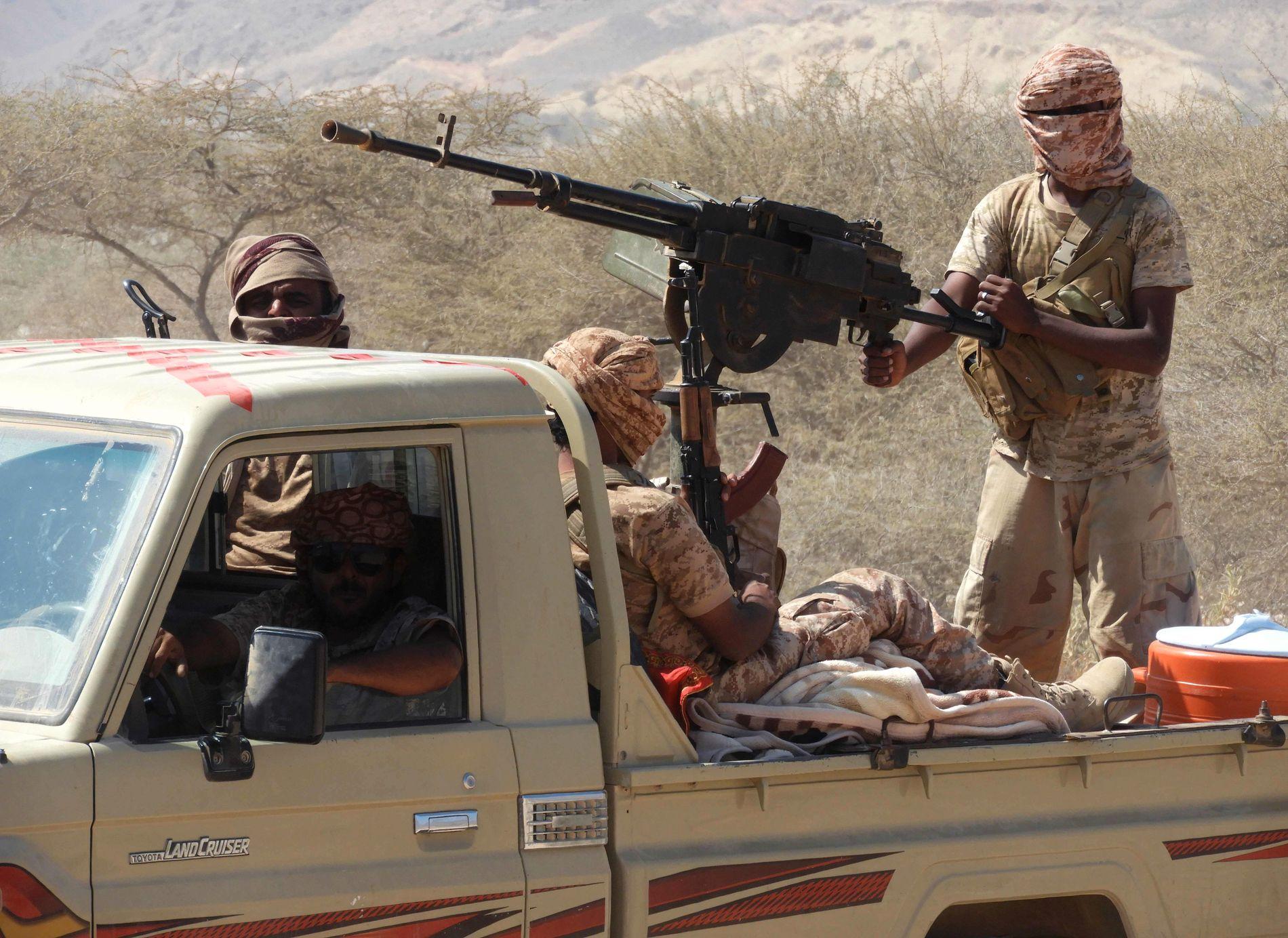 I KAMP: Krigere lojale til den Saudi-ledede koalisjonen fotografert i forrige uke under kamper i Jemen.