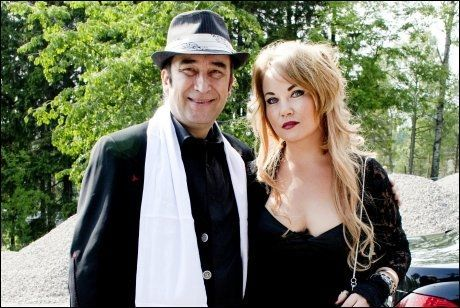 BRYLLUPSGJESTER: Her er Steinar Albrigtsen og Monika Nordli i bryllupet til Jørn Hoel, da artisten giftet seg med Trine Ahlstrand i 2010. Foto: SARA JOHANNESSEN/VG