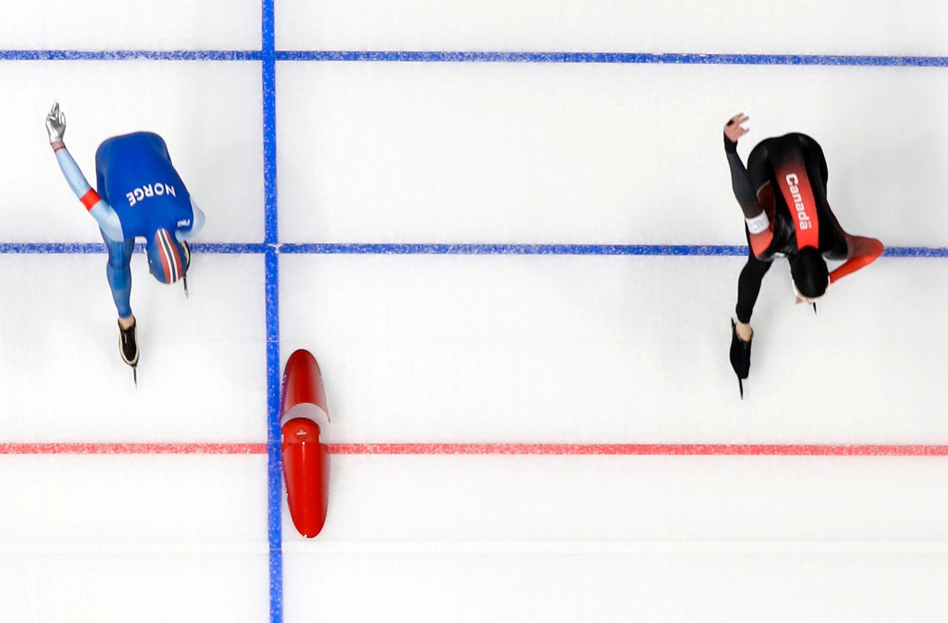 SÅ NÆR: Ted-Jan Bloemen til høyre slår Sverre Lunde Pedersen med to tusendeler.